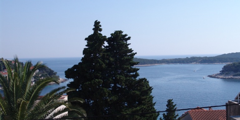 Apartment with large terrace and sea views in Hvar Town