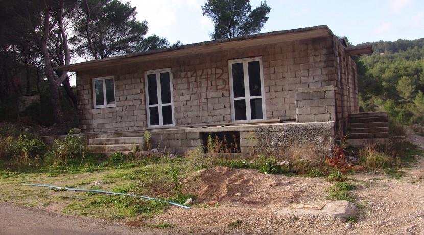 detached house on Hvar requiring investment