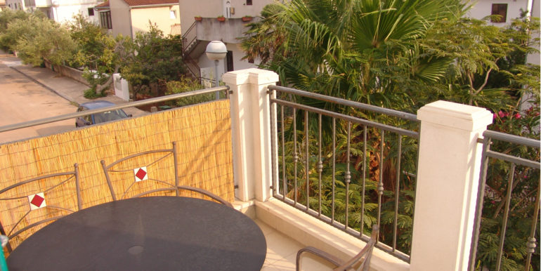 One bedroom apartment with balcony & parking
