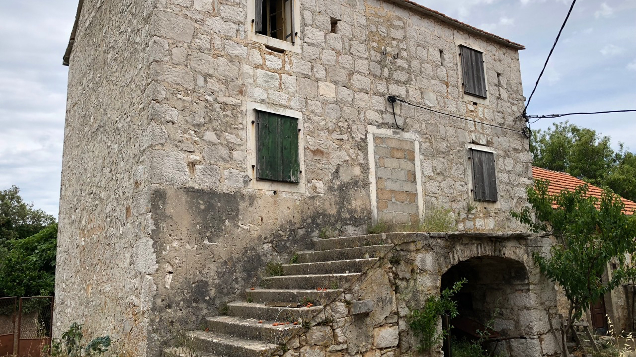 Traditional old stone house for sale on Hvar island