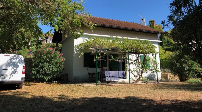 house with garden Jelsa town
