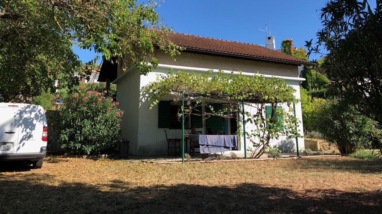 Detached house with garden Jelsa town centre requiring renovation