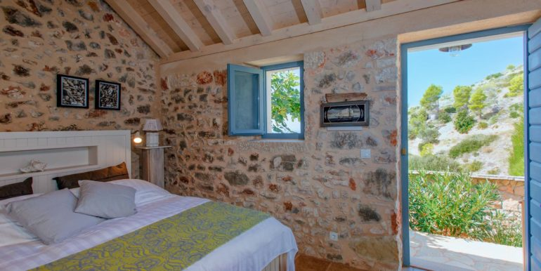 renovated stone house with swimming pool on Hvar