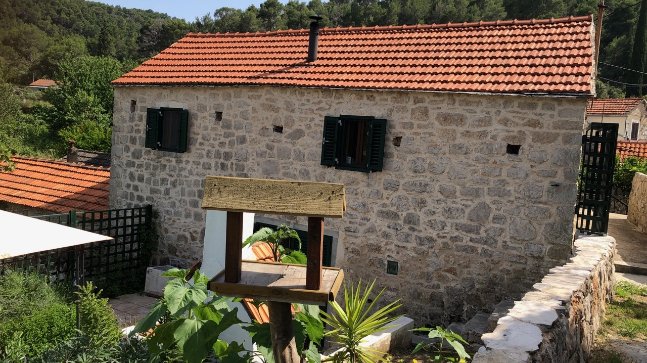 A traditional stone house Hvar Island in an inland village with lovely garden
