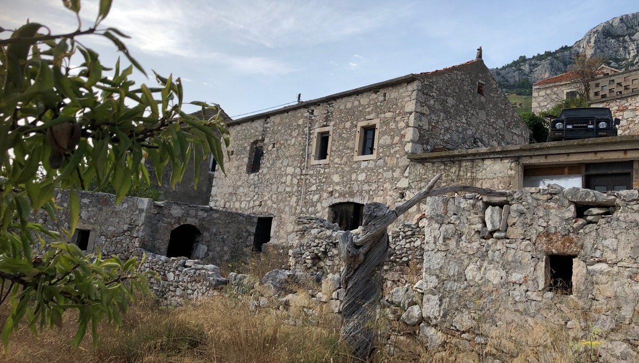 Ova prekrasna kamena kuća na prodaju na Hvaru u Hrvatskoj