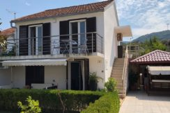house in Stari Grad with parking