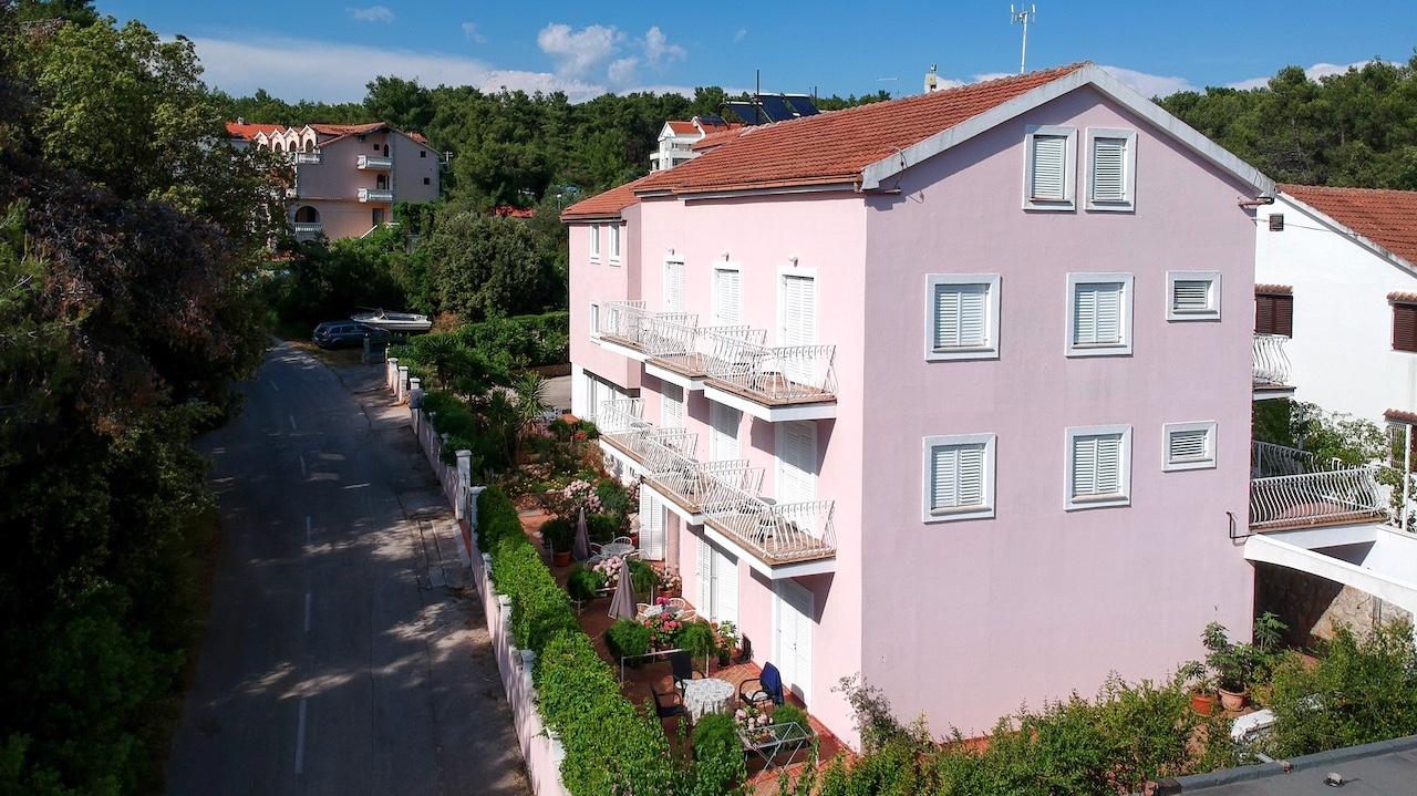 Complete apartment block for sale in Vrboska, Hvar Island