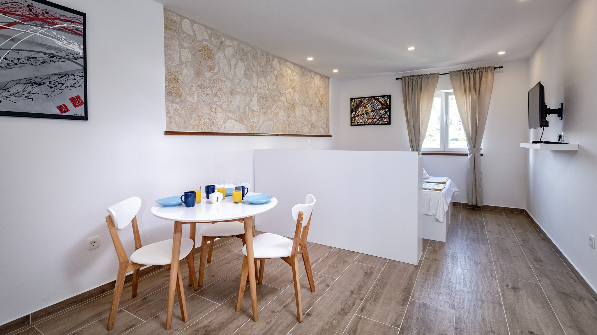 Prodaju se dva studio apartmana u gradu Hvaru