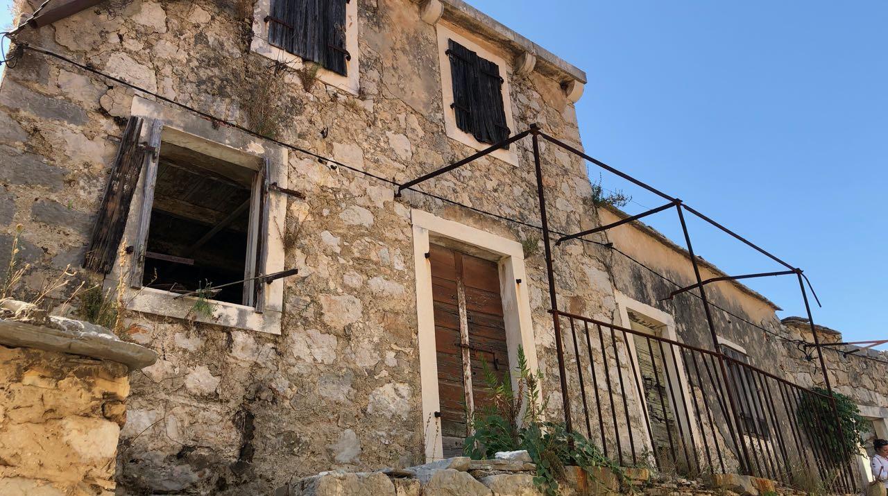 Izvrstan projekt za renoviranje kamene kuće na otoku Hvaru