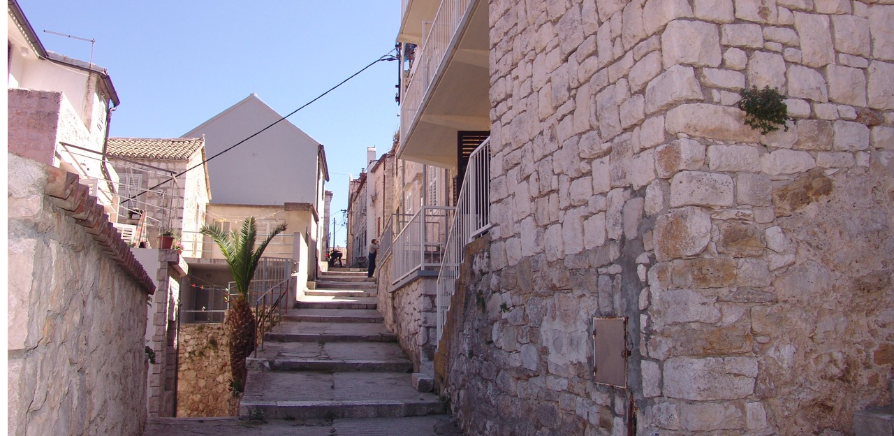A spacious stone house for sale in Hvar town centre