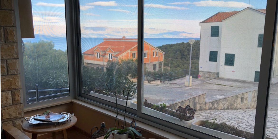 apartment with terrace and parking on Hvar