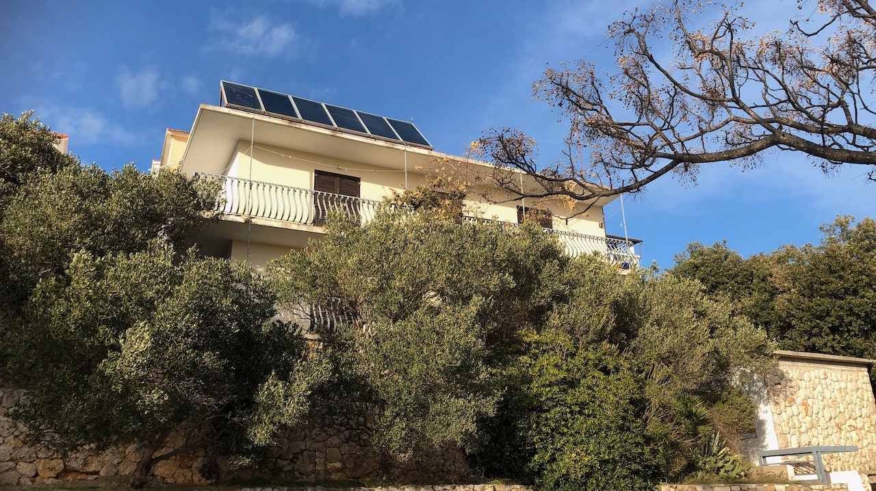 Large modern house for sale in Hvar town needing renovation