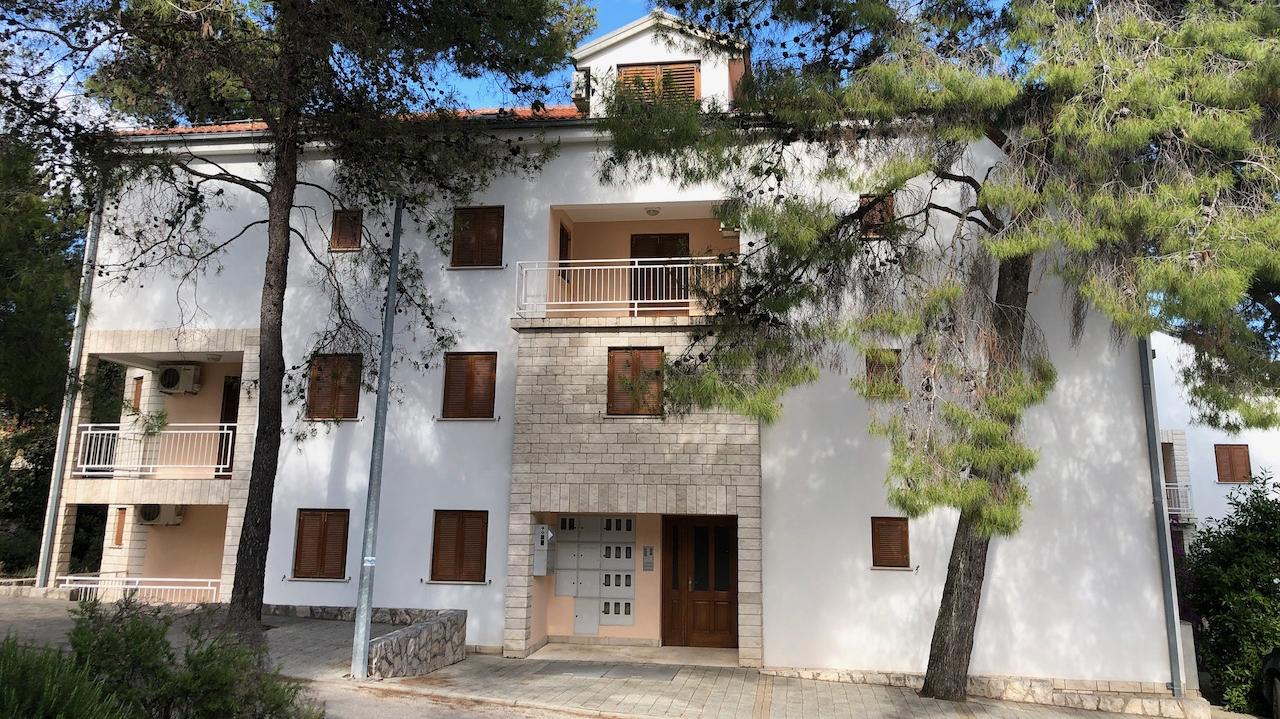 Good value apartments for sale in Vrboska Hvar Island