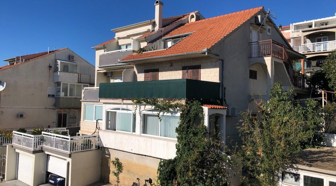 apartment with terrace in Hvar for sale