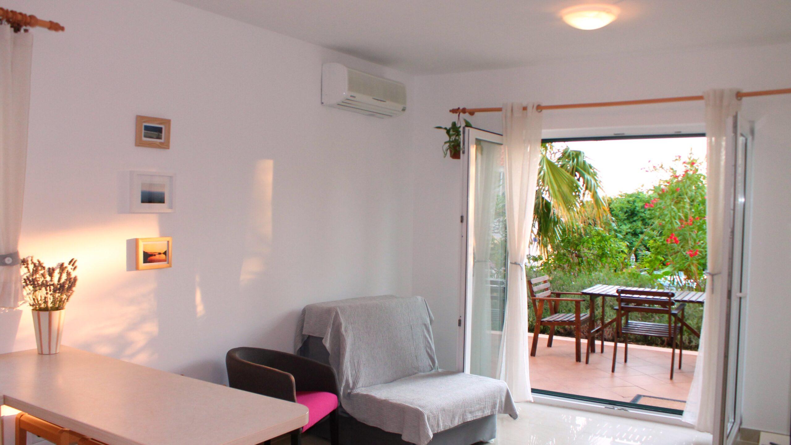 Odličan stan u gradu Hvaru sa ugodnom zelenom terasom