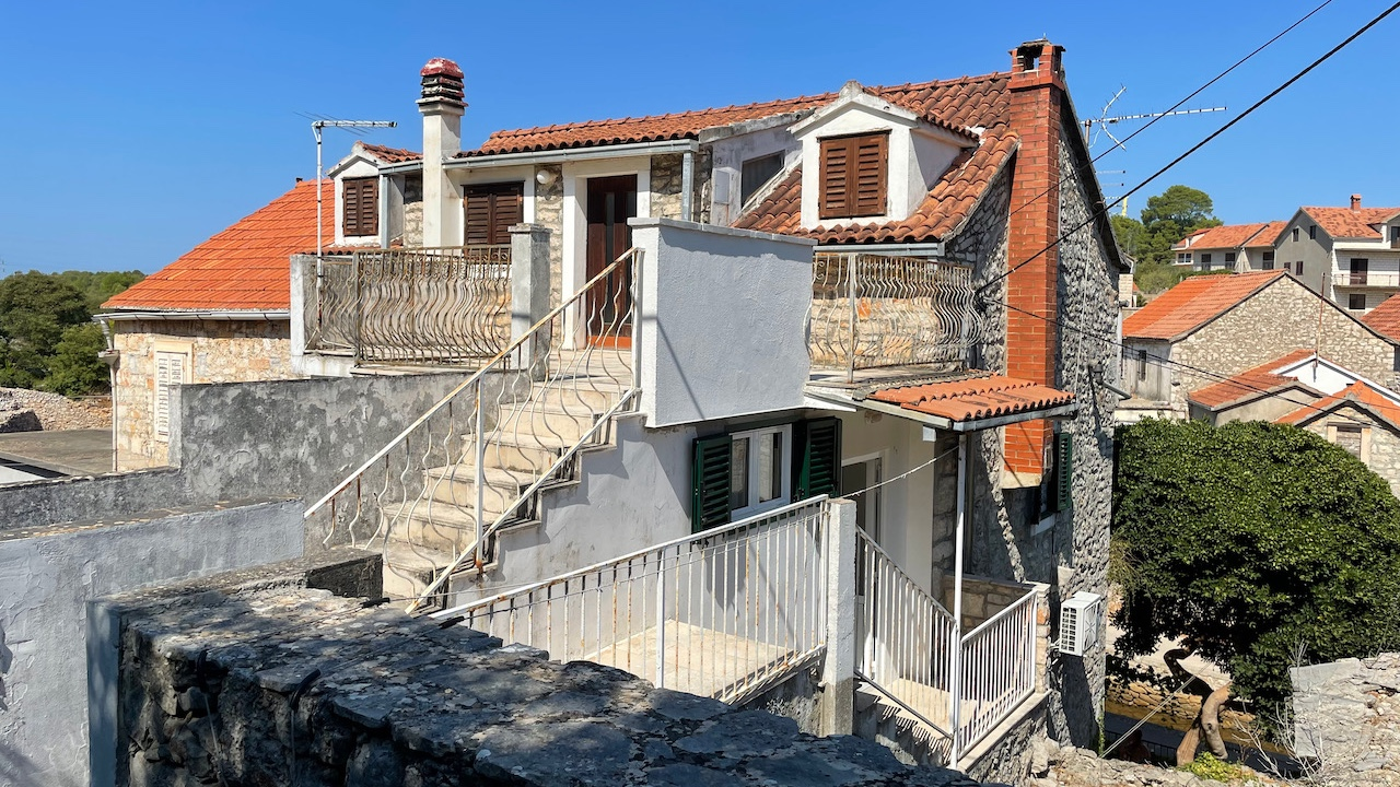 A great one-bedroom apartment in Vrboska, located minutes from the town centre